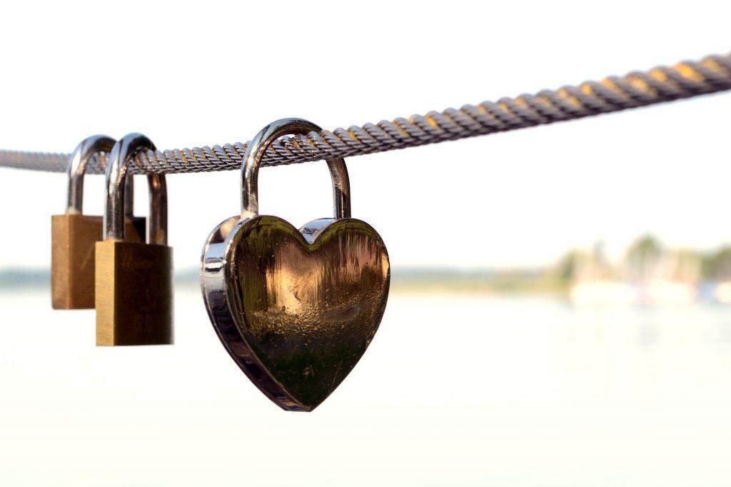 love-castle-832120_1920