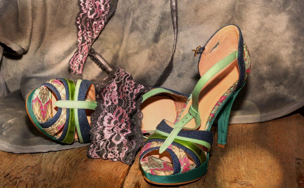 shoes-616111_1280